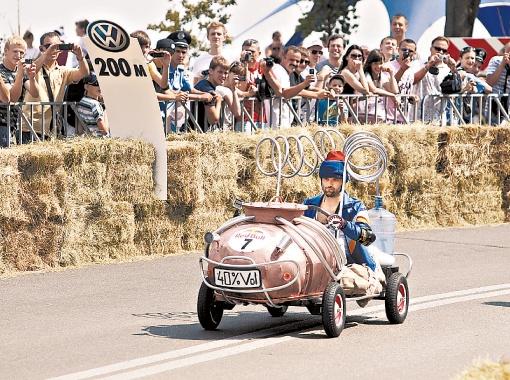 Любимцем публики стал «самогонный аппарат» на колесах.