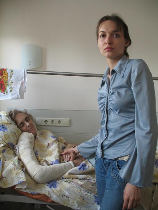 - Мамочка, ты только поправляйся, - все время твердит дочь Катя.