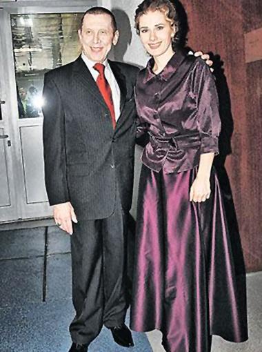 С Ириной Линдт, с которой они воспитывают младшего Золотухина, Ванечку, актер всегда остается заботливым и любящим. Фото Милы Стриж.