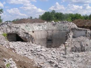 Ракеты под Николаевом вывезли, а 30-метровые шахты решили подорвать, но взрывчатка не брала многометровый слой бетона и стали.