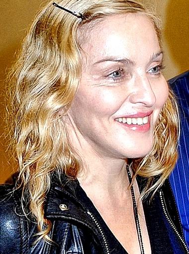 В этот ранний час Мадонна была без грамма косметики на лице. Фото Daily Mail.