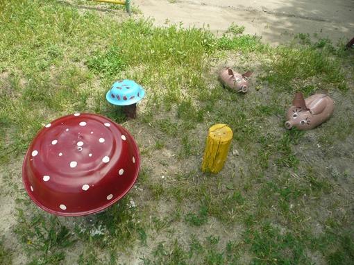 Металлические тазики стали грибками. Фото: Влад Беспалов.
