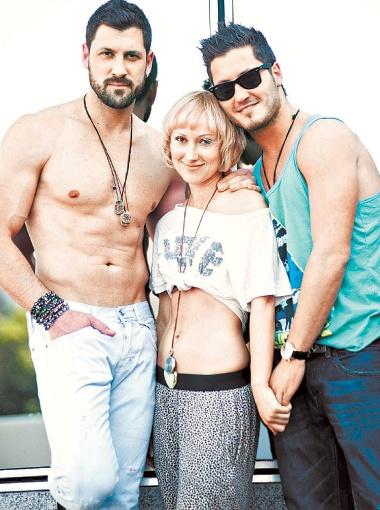 Ксения сдружилась с Максимом и его братом Валентином (справа).