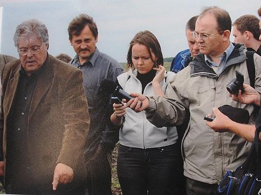 Семен Антонец делится секретами с журналистами и делегацией аграриев.