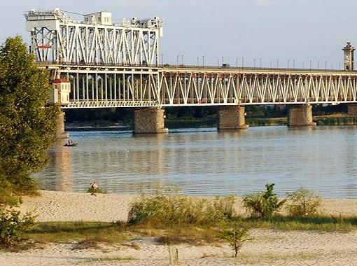 Крюковский мост в Кременчуге. Этот город 5-й в Украине по промышленному потенциалу.