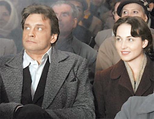 Александр Домогаров даже в образе бандита остается записным серцеедом, перед которым Катя устоять не может.