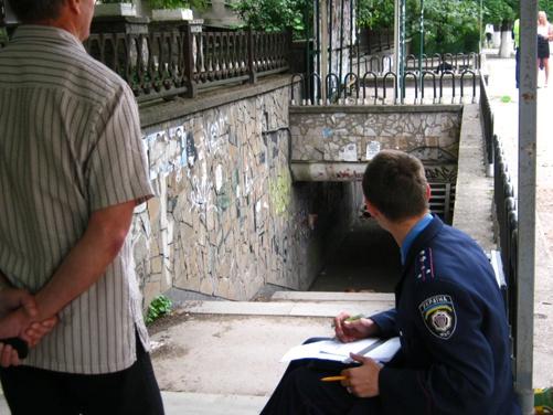 В этом подземном переходе Симферополя нашли труп. Фото автора.