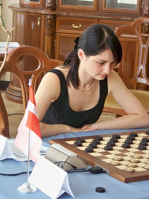 Даше помогла победить днепропетровская земля.Фото Днепропетровской областной федерации международных шашек.