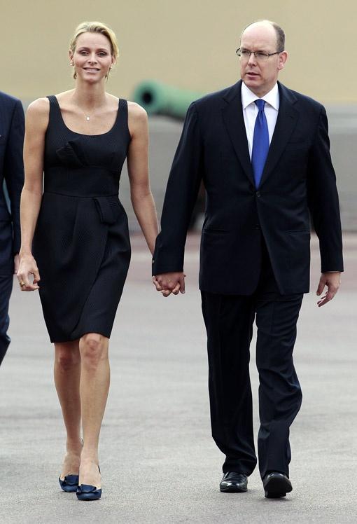 Невеста - спортсменка и красавица. Жених - офицер и джентльмен. Ну чем не пара? Фото РЕЙТЕР.