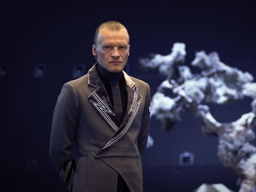 В 2009 году Серебряков сыграл роль Странника в фильме «Обитаемый остров». Фото kinopoisk.ru.