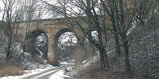 Руины замка Чарторыйского манят туристов со всей страны.