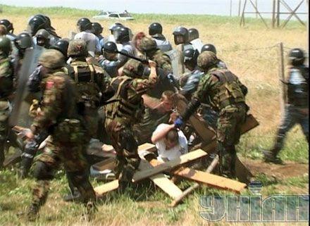 В Крыму силовики утихомиривали казаков. Фото УНИАН