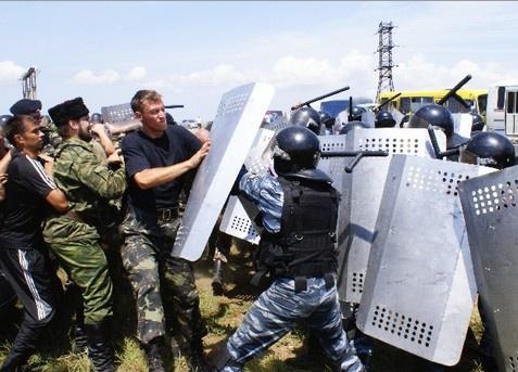 Силовики вступили в противоборство с казаками. Фото: feo.ua