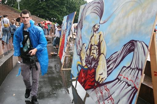 Картина, считавшаяся фаворитом фестиваля, - характерный казак с рушником - собирала сотни зрителей.