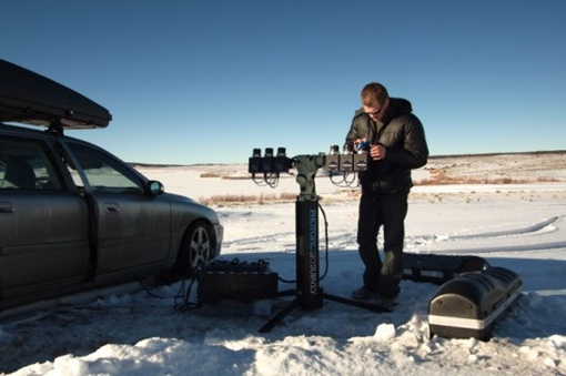 Ник Райзингер готовит свои камеры к съёмке в Колорадо (skysurvey.org)