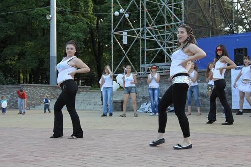Танцуют все. Фото: Павел Колесник.