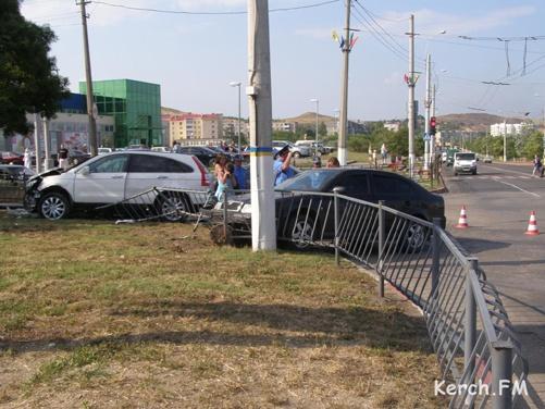 В столкновении двух иномарок крымчане выжили только благодаря подушкам безопасности фото