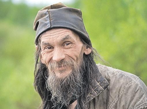 Отшельник Владимир, уже пять лет живущий в Зоне, и мучается от одиночества, и наслаждается тишиной. Противоречив человек.