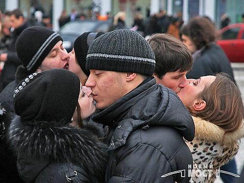 Отметить Всемирный день поцелуя массовым «чмоком» можно сегодня в 17.00 на Европейской площади