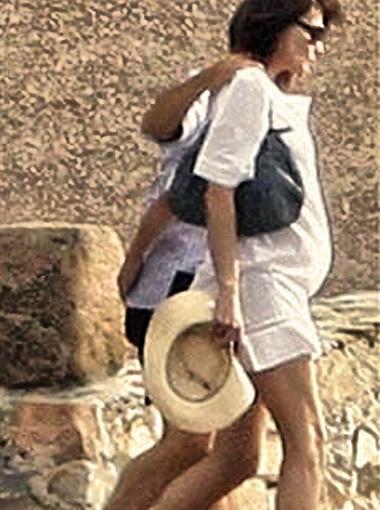 Супруги отдыхают на средиземноморском побережье. Фото DailyMail.
