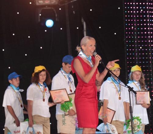 Директор МДЦ Артек Елена Поддубная, как всегда отлично выглядела и прибывала в хорошем настроении. Фото пресс-службы