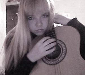 Юная Анна пришла в Дворец творчества учиться играть на гитаре, и встретила педофила.