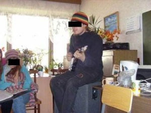 Девушка пыталась посадить негодяя, но из-за вот этой фотки в воронежской газете уголовное дело развалилось.