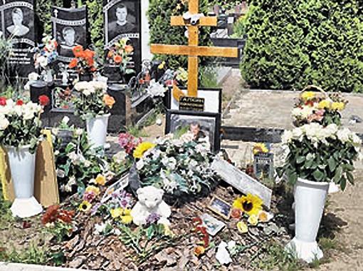 На могилах Владислава Галкина... Фото Марины Волосевич.