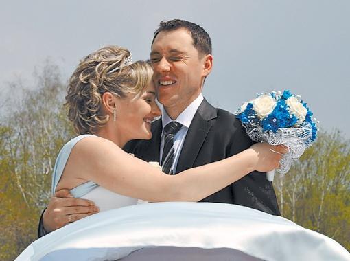 Максим и Настя были в традиционных свадебных нарядах, но само торжество организовали в этностиле.
