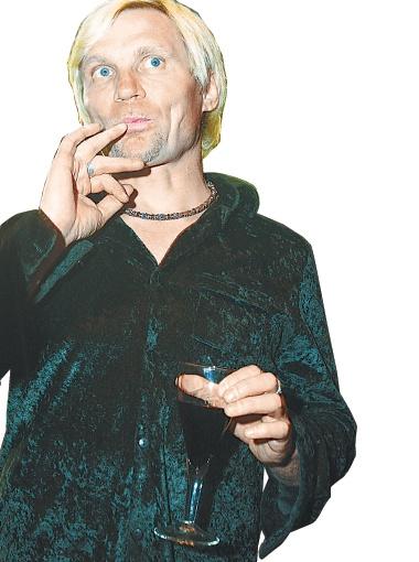 Коктейль у Олега получается - пальчики оближешь!