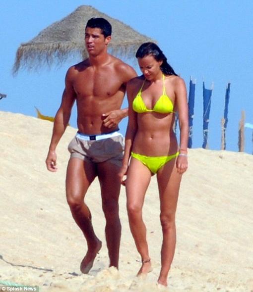 Криштиану Роналду и Ирина Шейк отдыхают в Португалии. Фото с сайта eg.ru.