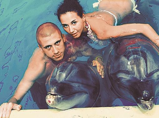 Хачериди с подругой поплавали с дельфинами в Турции. Фото из личного архива футболиста.