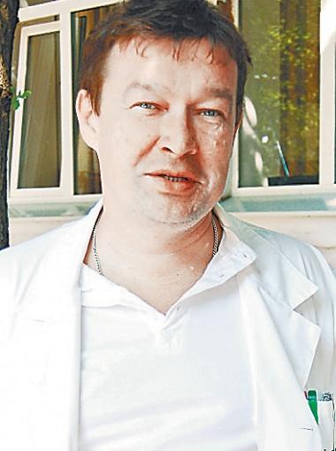 И.о. главврача Алексей Алимов.