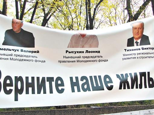Отчаявшись найти справедливость, пострадавшие в апреле устроили даже митинг под Кабмином.