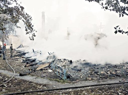 Деревянное здание cгорело меньше чем за час.