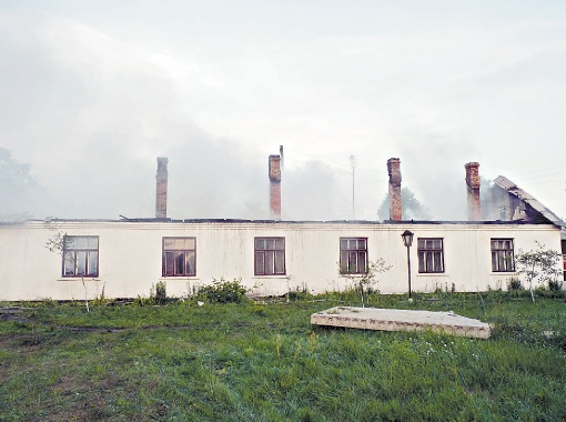 Огонь перекинулся на сельскую амбулаторию, расположенную неподалеку. Если был бы сильный ветер, могло сгореть полсела.