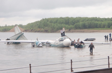 В самолете погибли 7 человек. Фото УНИАН