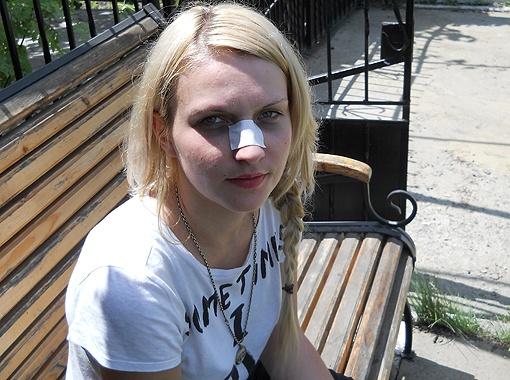 25-летняя Оксана Бояринова до сих пор в больнице. У нее сотрясение головного мозга, ушибы и тяжелая психологическая травма.