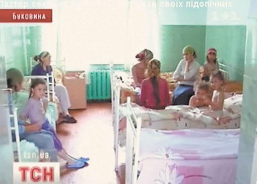 Пока социальные службы решают, что делать с многочисленным семейством, дети отъедаются в больнице.