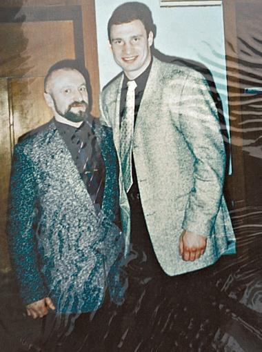 Петр Недзельский пришел на панихиду. Он служил вместе с Владимиром Родионовичем.
