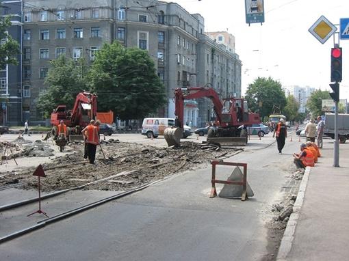 Местные жители искренне признаются: уже и не верили, что ул. Кирова когда-либо приведут в порядок. До начала ремонта, ямы тут были, как после бомбежки.