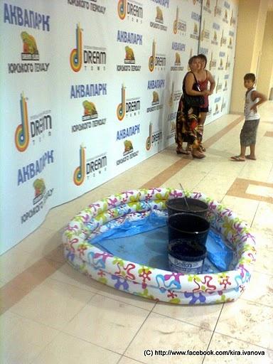 Тазики и бассейн, собирающий воду. Фото с сайта picasaweb.google.com