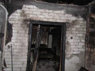 Огонь полностью охватил здание. Фото: Центр пропаганды ГУ МЧС Украины в Донецкой области.