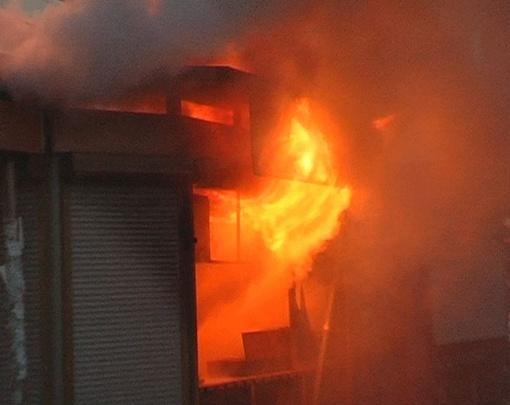 Возле станции метро загорелся киоск. Фото с сайта magnolia-tv.com.
