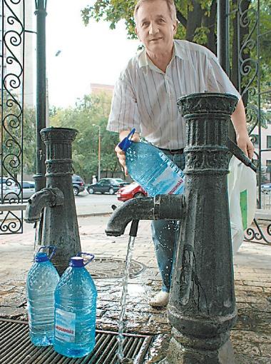 Зачастую содержание железа в воде из киевских бюветов превышает норму. Фото из архива