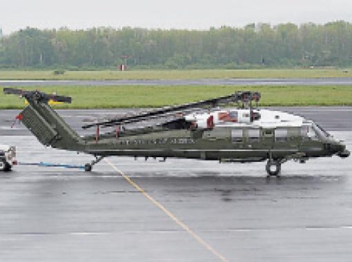 Вертолет Обамы тоже темный.