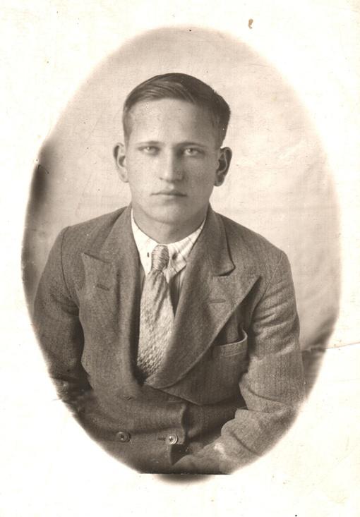 Вадим Чабан родился в 1921 году, погиб в 1941-м, а его могилу, возможно, наконец найдут в 2011-м…