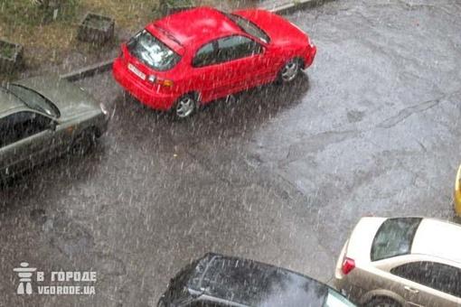 Как только начался град, машины взвыли сиренами.
