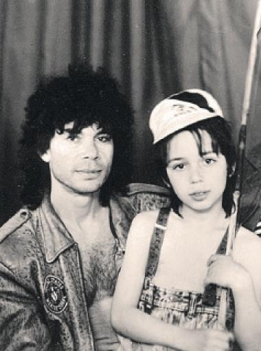 Когда-то Олег Газманов вместе с сыном Родионом сочинял сказки, потом выпустил мальчика на эстраду с песней