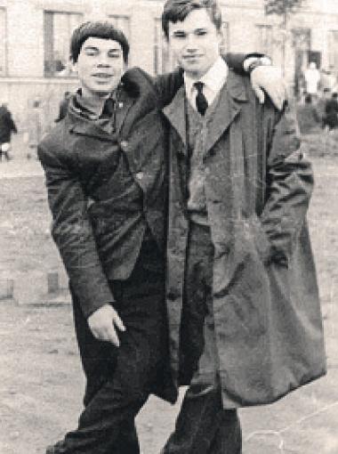 Олег (слева) и его приятель из калининградской школы. Оба учатся в десятом классе.